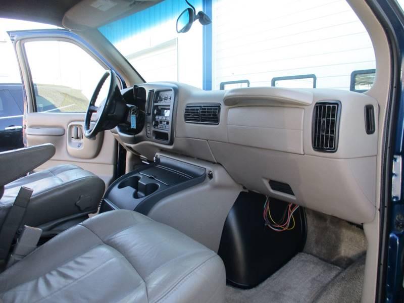 2002 Chevrolet Express Passenger 1500 LT (image 23)