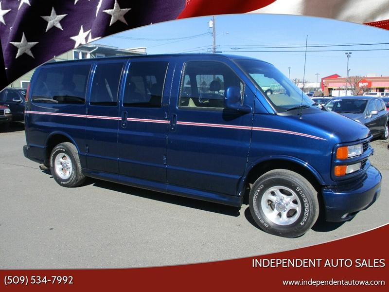 2002 Chevrolet Express Passenger 1500 LT (image 1)