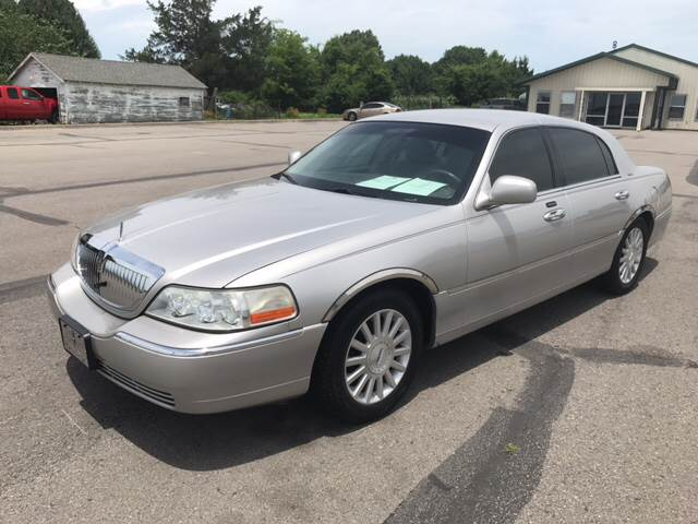 2003 Lincoln Town Car for sale at CORAN AUTO SALES in Greenbrier AR