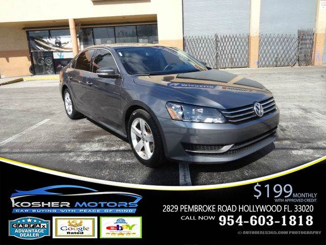 2013 VOLKSWAGEN PASSAT SE 4DR SEDAN 6A W SUNROOF AND N gray leather interior  powers seats nav