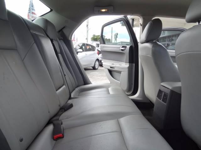 2007 Chrysler 300 4dr Sedan - Hollywood FL