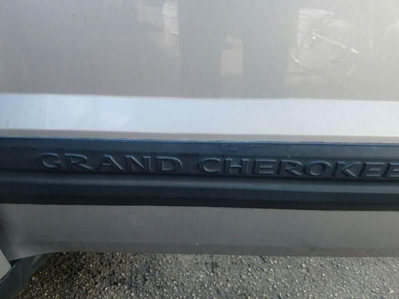 2005 JEEP GRAND CHEROKEE LAREDO 4DR SUV silver abs - 4-wheel axle ratio - 307 center console -