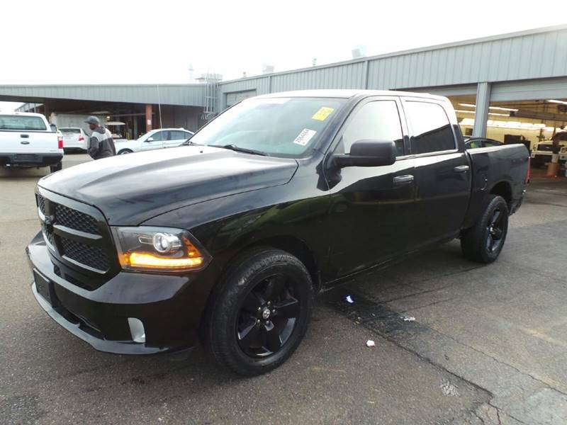 2014 RAM RAM PICKUP 1500 EXPRESS 4X2 4DR CREW CAB 55 FT black pickup bed light tailgate - remo