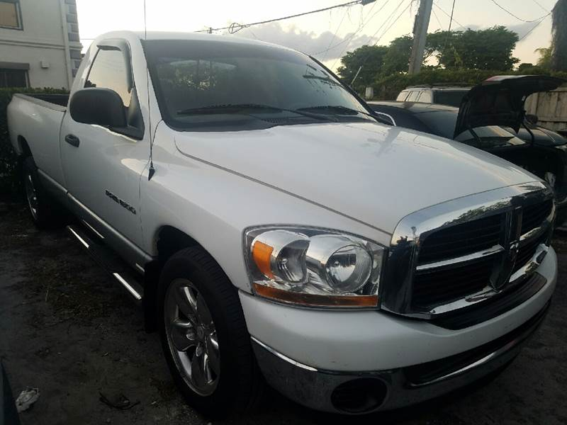 2006 DODGE RAM PICKUP 1500 SLT 2DR REGULAR CAB LB white immaculate condition long bed chrome pa