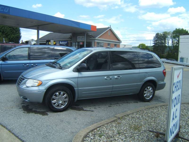 2005 Chrysler Town and Country for sale at Albrights Auto Sales in Allentown PA