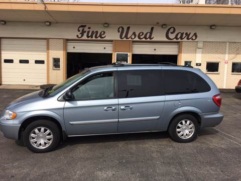 2006 Chrysler Town and Country for sale in Milwaukee, WI