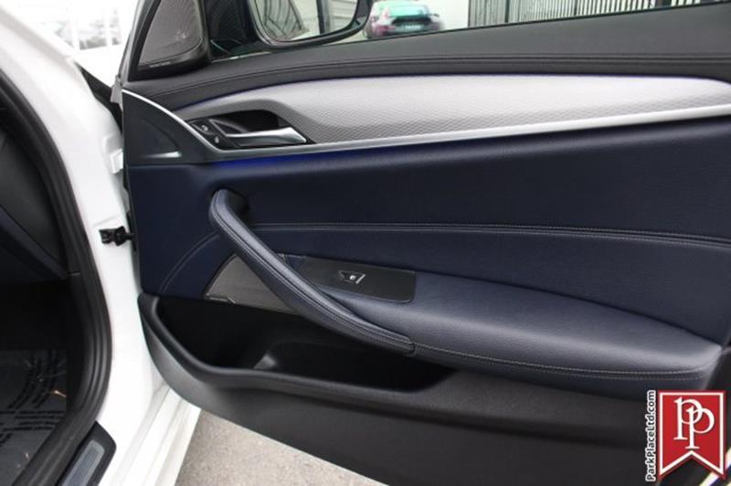 2017 BMW 5 Series 30