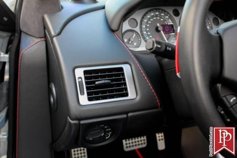2016 Aston Martin DB9 16