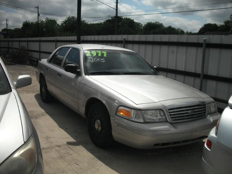 2005 Ford Crown Victoria 4dr Sedan - San Antonio TX