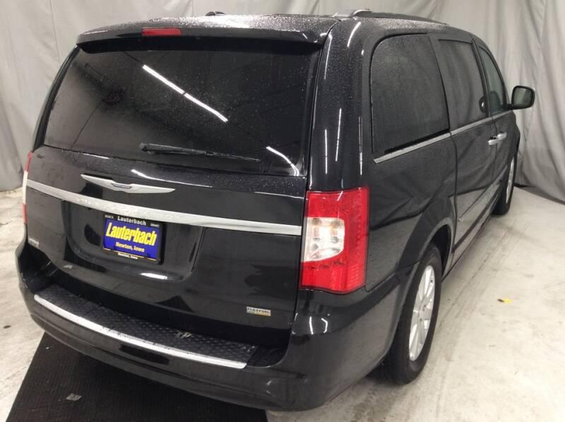 2015 Chrysler Town and Country Touring 4dr Mini-Van - Newton IA