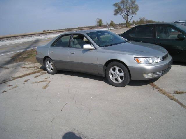 1998 Lexus ES 300 for sale at BEST CAR MARKET INC in Mc Lean IL