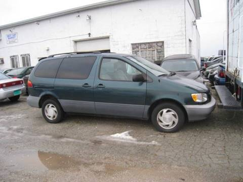 1998 Toyota Sienna for sale at BEST CAR MARKET INC in Mc Lean IL