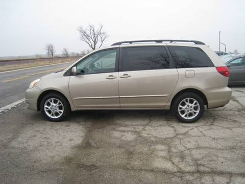 2005 Toyota Sienna for sale at BEST CAR MARKET INC in Mc Lean IL