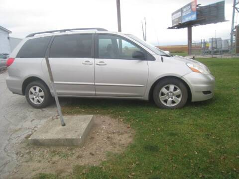 2007 Toyota Sienna for sale at BEST CAR MARKET INC in Mc Lean IL
