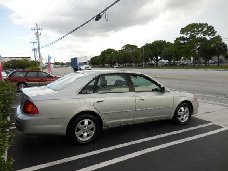 2001 Toyota Avalon XL 4dr Sedan w/Bucket Seats - Pompano Beach FL