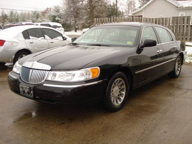 2001 Lincoln Town Car Signature 4dr Sedan In East Claridon Oh