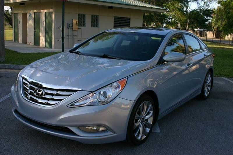 2013 Hyundai Sonata for sale at E Z AUTO & TRUCK  PLAZA II INC in Davie FL
