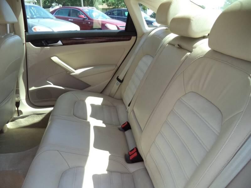 2012 Volkswagen Passat TDI SEL Premium 4dr Sedan 6A - Sioux City IA