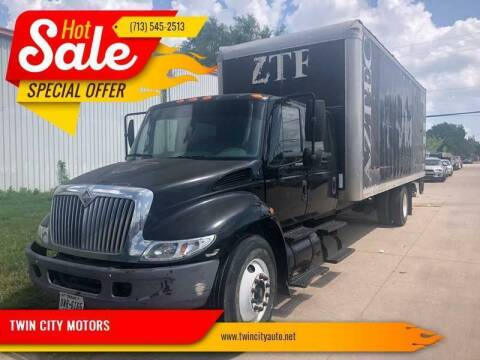 2006 International DuraStar 4300 for sale at TWIN CITY MOTORS in Houston TX