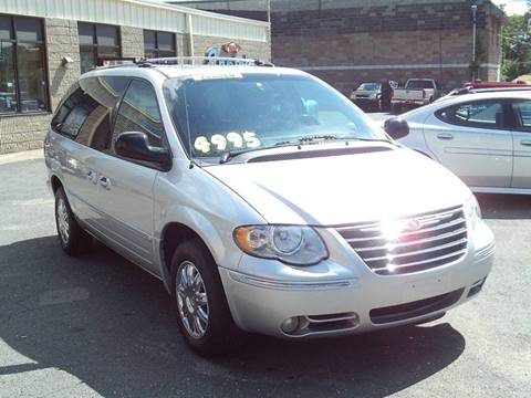 2006 Chrysler Town and Country for sale in Waterbury, CT