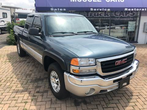 2006 GMC Sierra 1500 for sale at Mr Wonderful Motorsports in Aurora IL