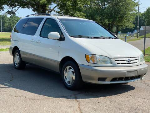 2003 Toyota Sienna for sale at Choice Motor Car in Plainville CT