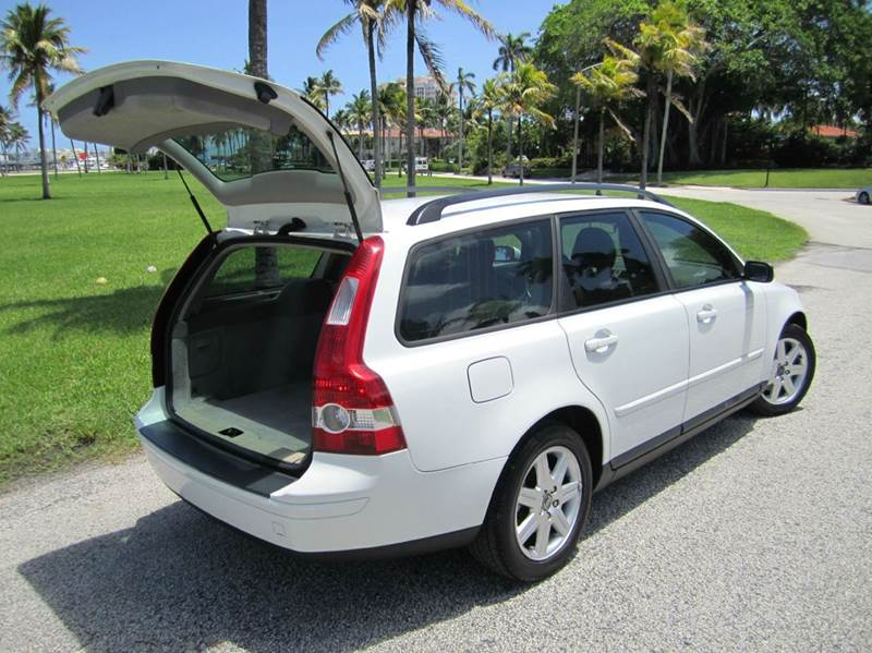 2006 Volvo V50 for sale at FLORIDACARSTOGO in West Palm Beach FL