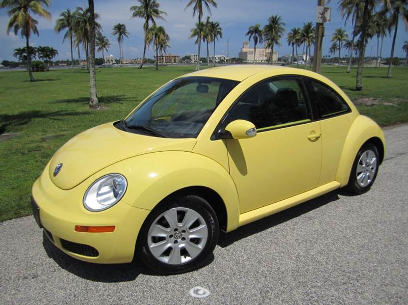 2009 Volkswagen New Beetle for sale at FLORIDACARSTOGO in West Palm Beach FL