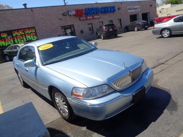 2005 Lincoln Town Car car for sale in Detroit