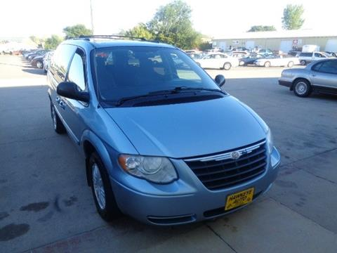 2005 Chrysler Town and Country for sale in Marion, IA