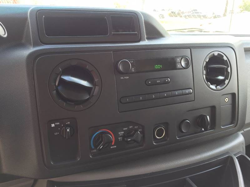 2015 Ford E-350  - Houston TX
