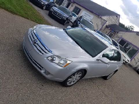 2005 Toyota Avalon for sale at SUPERIOR AUTO MART in Amelia OH