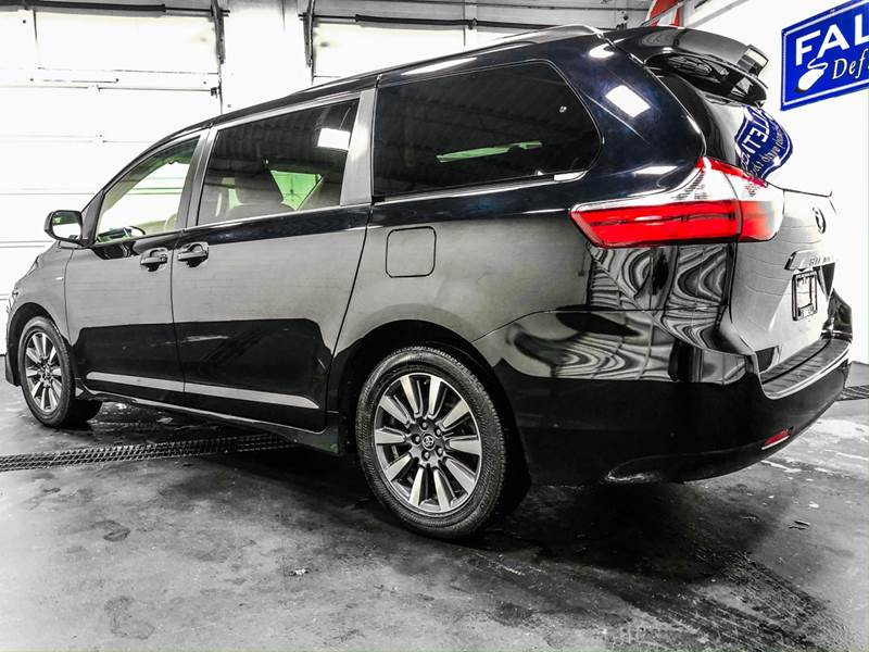 2018 Toyota Sienna LE 7-Passenger (image 3)