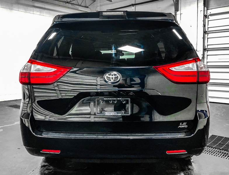 2018 Toyota Sienna LE 7-Passenger (image 4)