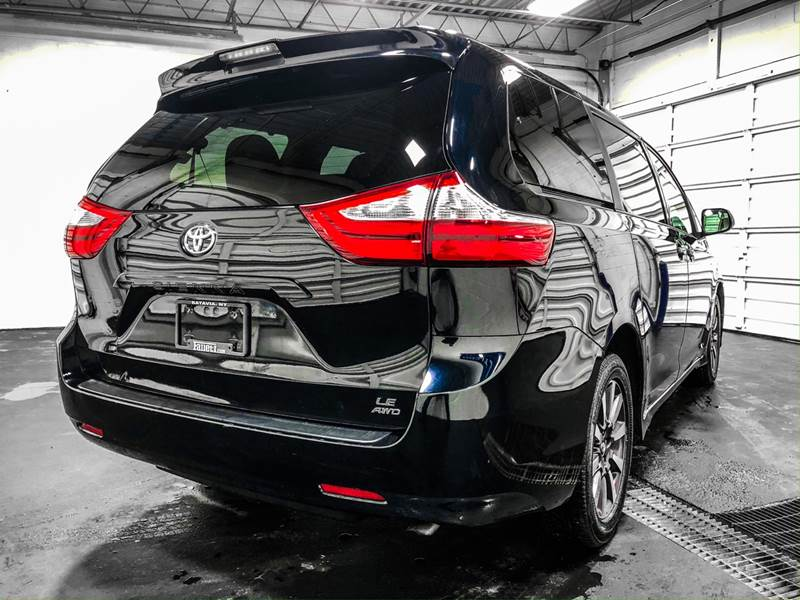 2018 Toyota Sienna LE 7-Passenger (image 5)