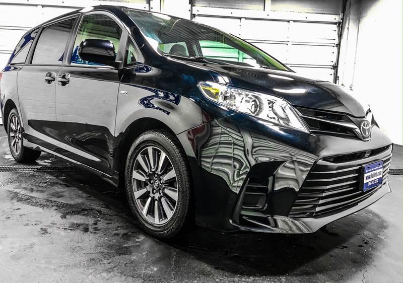 2018 Toyota Sienna LE 7-Passenger (image 7)