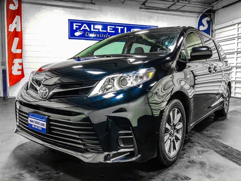 2018 Toyota Sienna LE 7-Passenger (image 9)