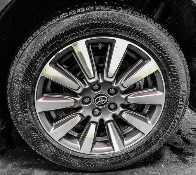 2018 Toyota Sienna LE 7-Passenger (image 12)