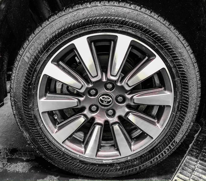 2018 Toyota Sienna LE 7-Passenger (image 13)