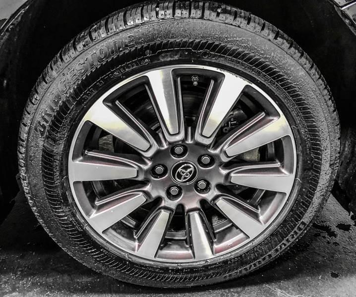 2018 Toyota Sienna LE 7-Passenger (image 14)