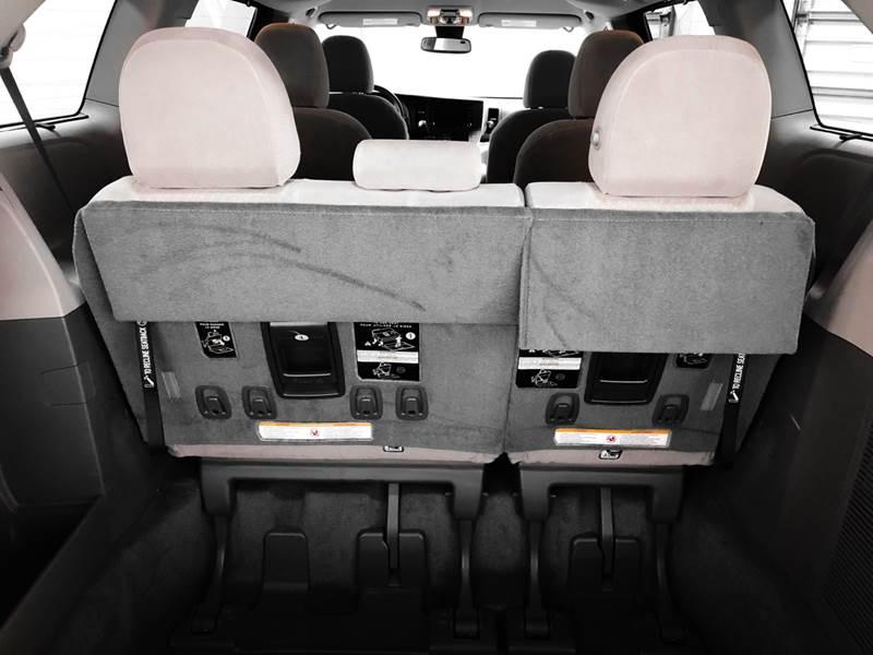 2018 Toyota Sienna LE 7-Passenger (image 21)