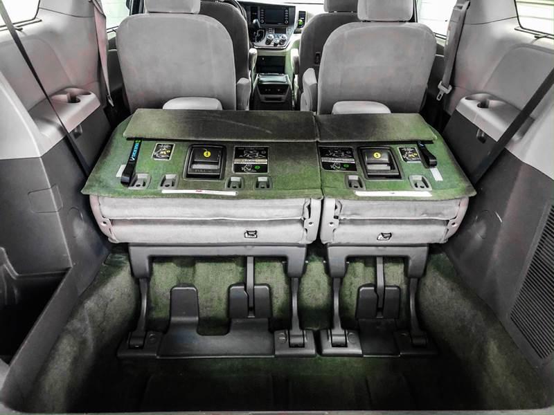 2018 Toyota Sienna LE 7-Passenger (image 22)