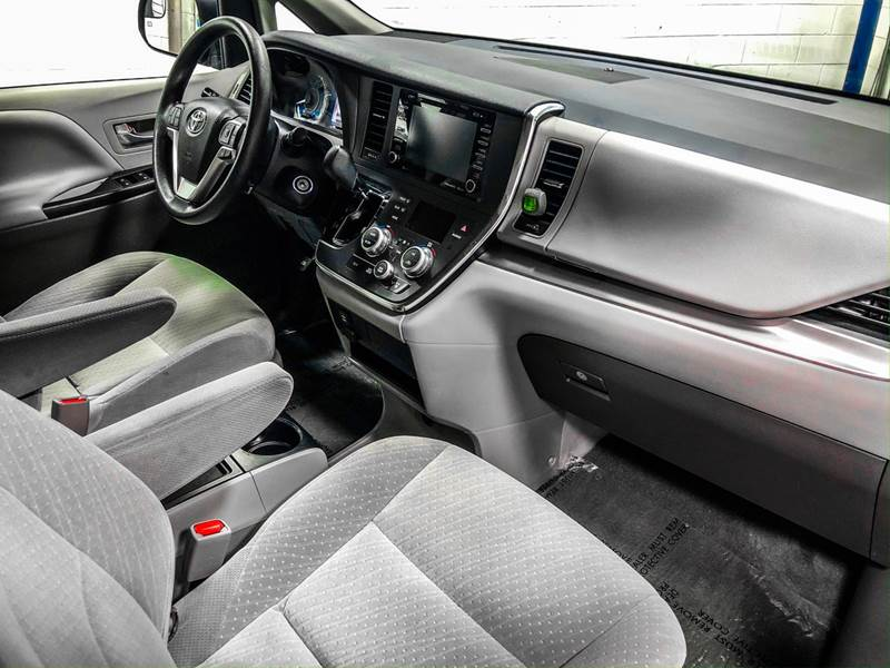2018 Toyota Sienna LE 7-Passenger (image 26)