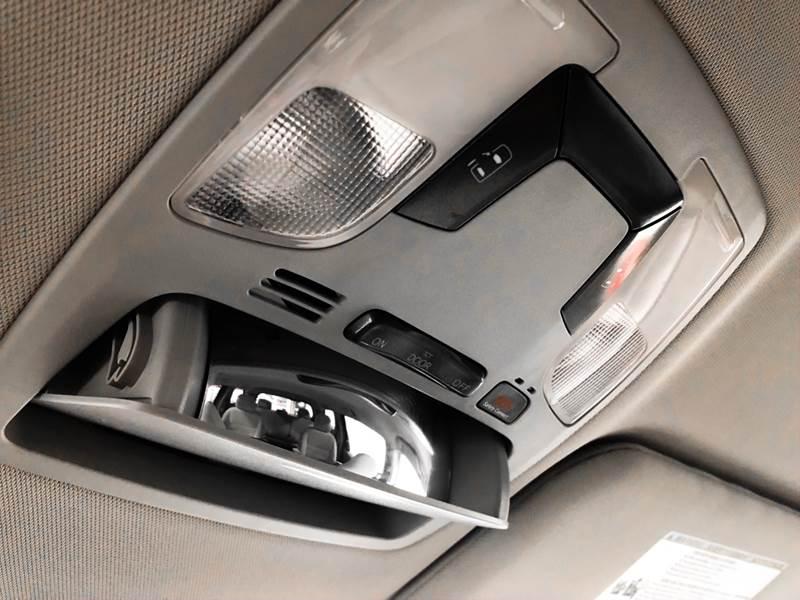 2018 Toyota Sienna LE 7-Passenger (image 37)