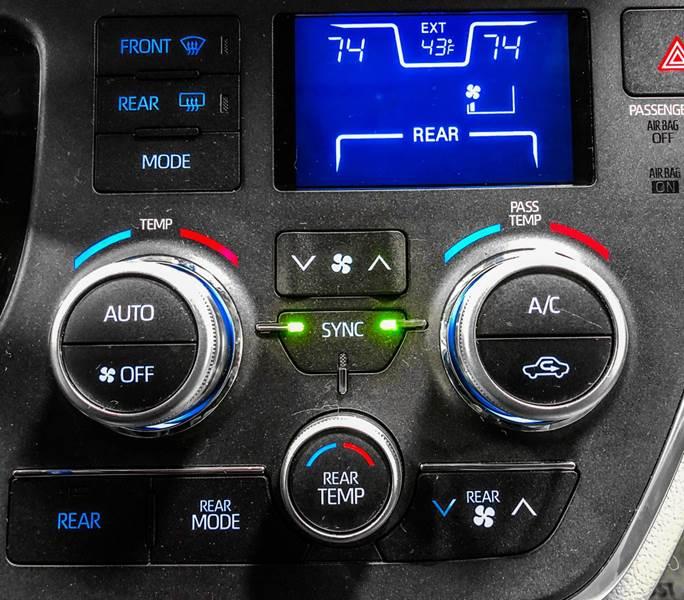 2018 Toyota Sienna LE 7-Passenger (image 46)