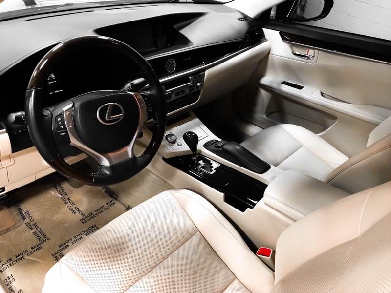 2013 Lexus ES 350 (image 17)