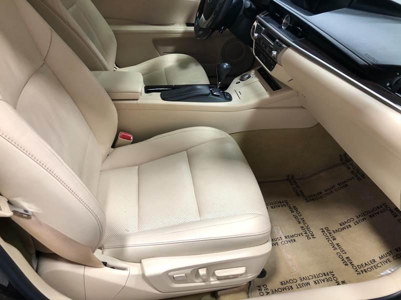 2013 Lexus ES 350 (image 22)
