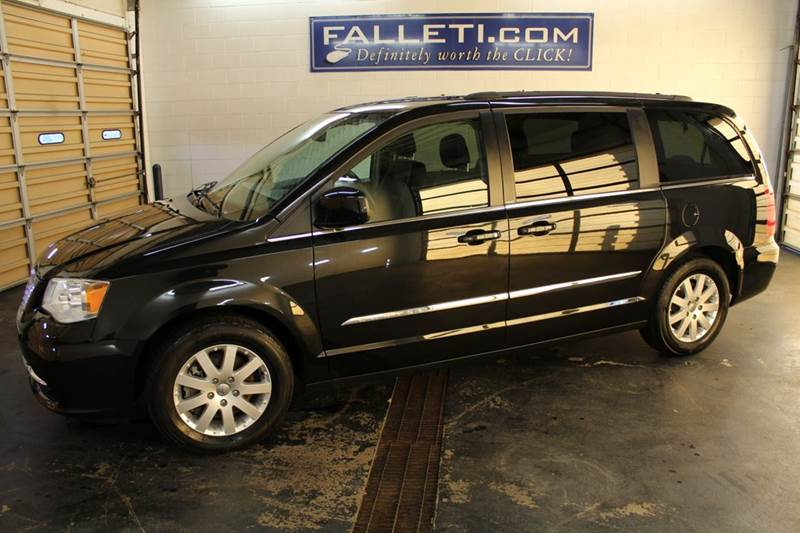 2014 chrysler town and country touring in batavia ny for Town country motors