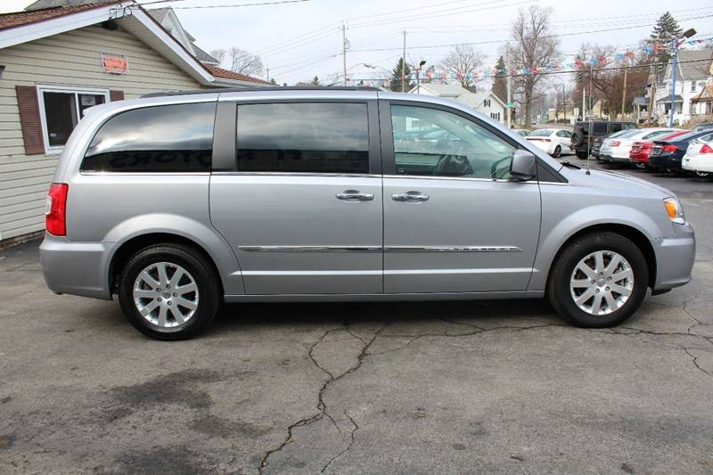 2015 chrysler town and country touring in batavia ny for Town country motors