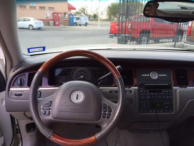 2004 Lincoln Town Car for sale at Rainbow Motors in El Paso TX